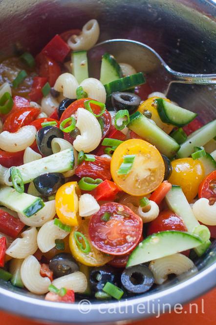 Pastasalade tomaat komkommer