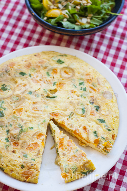 tortilla met ui en tomaat