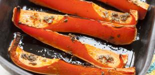 Italiaanse soep van geroosterde pompoen