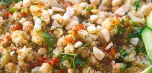 quinoa salade met geroosterde bloemkool en kikkererwten