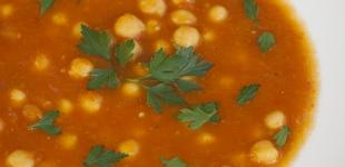 Marokkaanse tomatensoep met kikkererwten