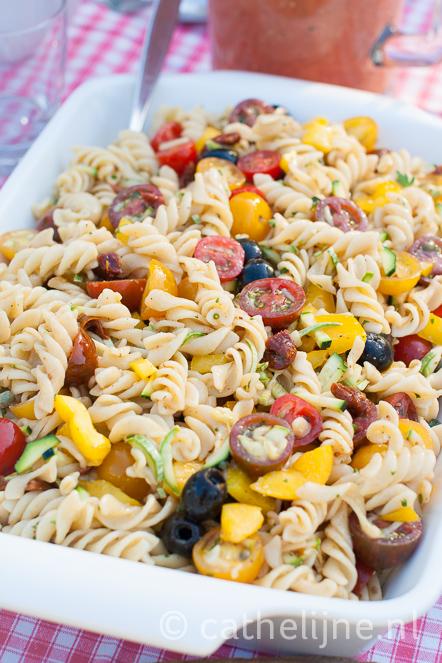 pastasalade met tomaat en courgette