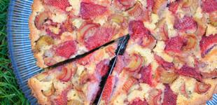 Aardbeien-rabarbertaart met frangipane