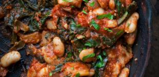 Spaanse bonen met spinazie en tomaat
